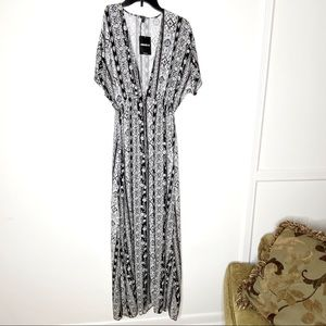 FOREVER 21 empire waist maxi dress. V neck. Size M
